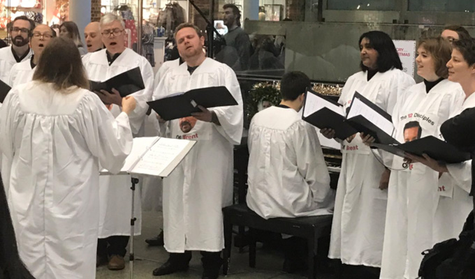 David Brent choir seranades commuters | Don't cry, it's Christmas...