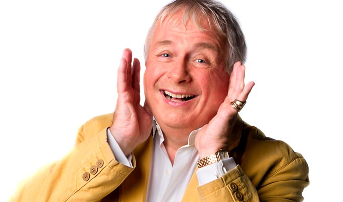 Biggins 'violated' by phone theft | Mobile grabbed in a London street