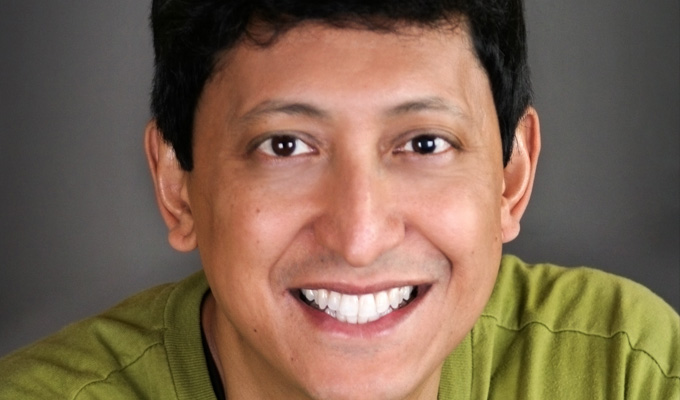 Comic 'punches journalist for tweeting criticism' | Dan Nainan escorted out of comedy club