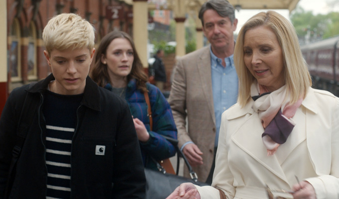 Lisa Kudrow joins Mae Martin comedy : News 2019 : Chortle : The UK ...