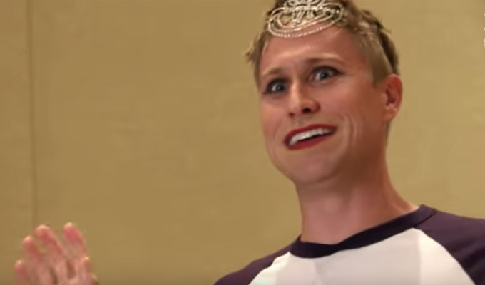 Russell Howard as a beauty queen | ...in the new series of his US travelogue