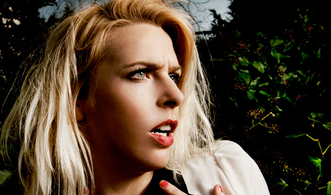 Sara Pascoe pilots TV lecture show | Featuring a panel of guest comedians