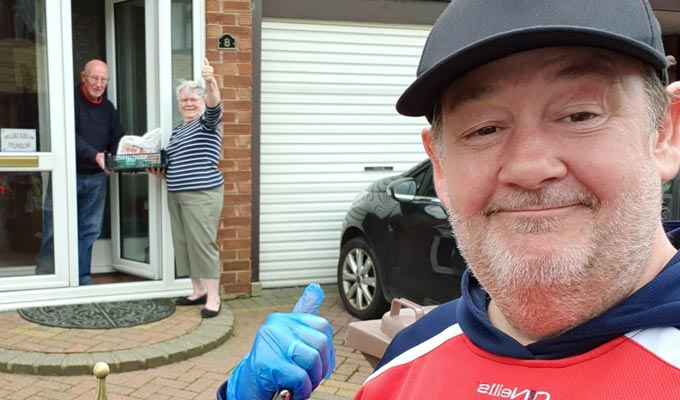 Johnny Vegas turns delivery man | ...as Russell Crowe advertises the comic's services